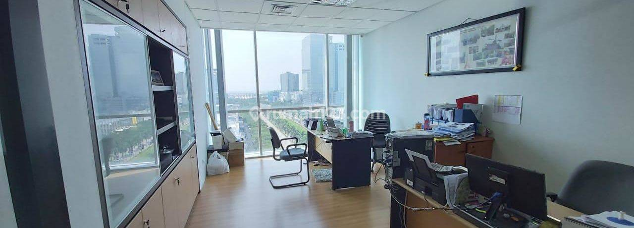 Office Space di The Suites Tower (Conch Building). 1 Lantai Private. Private Parking. NEGO