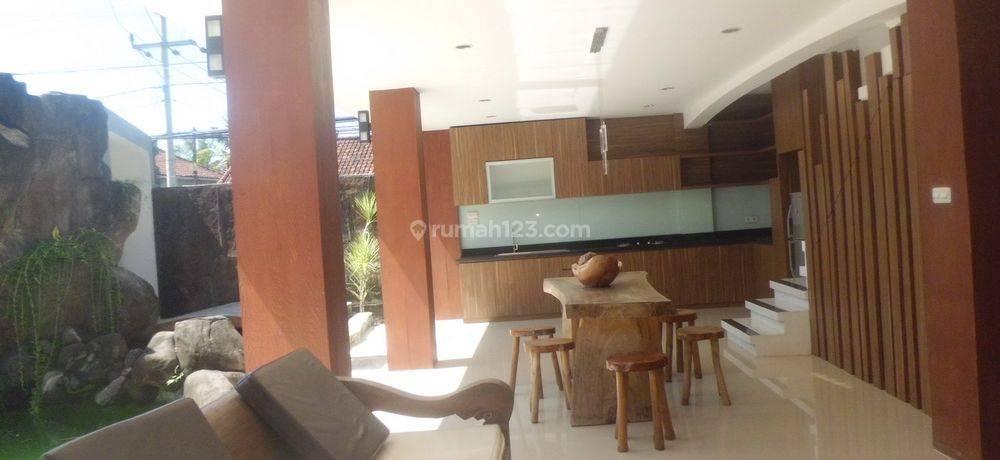 Unique Villa 3 bedroom at Jalan Bumbak -Canggu