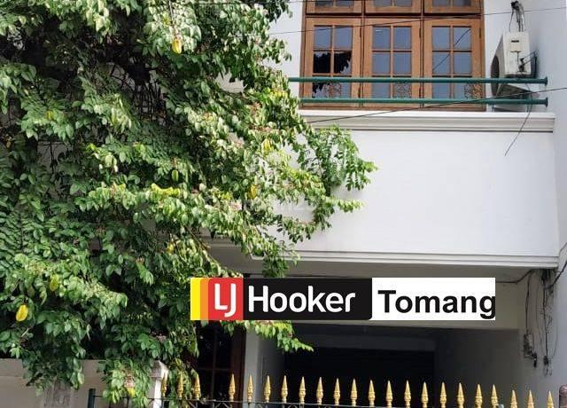 RUMAH Siap Huni Lebar 9 meter daerah Tomang Jakarta Barat