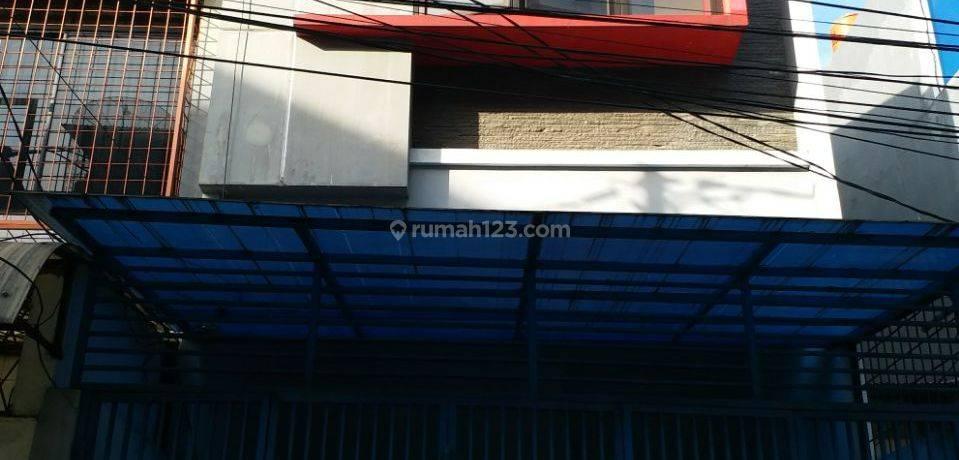 Rumah Siap Huni Lokasi Oke Jalan 2 Mobil di Jelambar