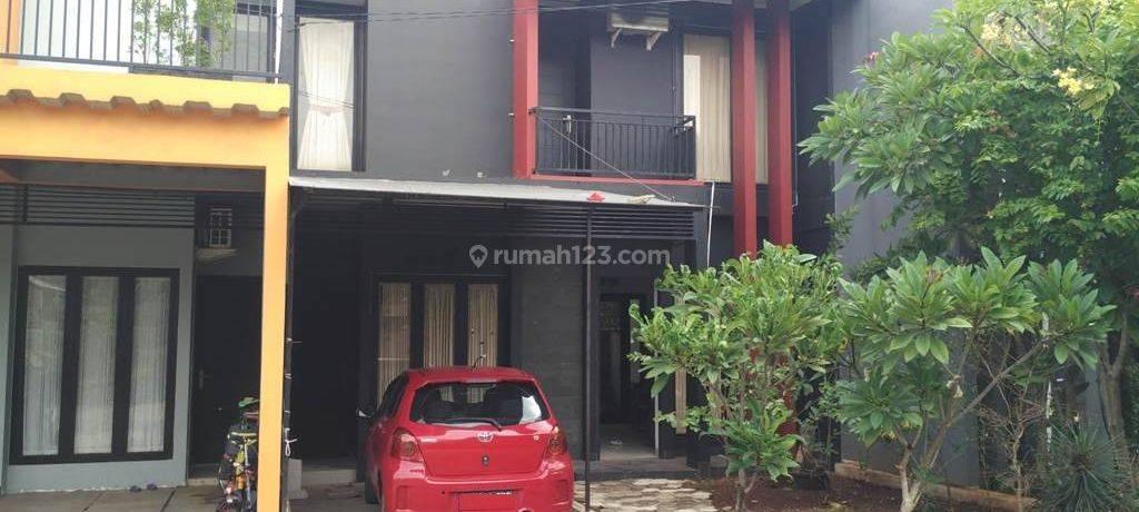 Rumah Manis Minimalis 2 Lantai di Komplek Deplu