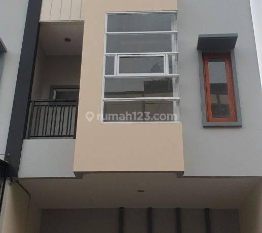 ANA_JELAMBAR Rumah uk 5x16.7m kualitas bangunan bagus lokasi oke di Jelambar