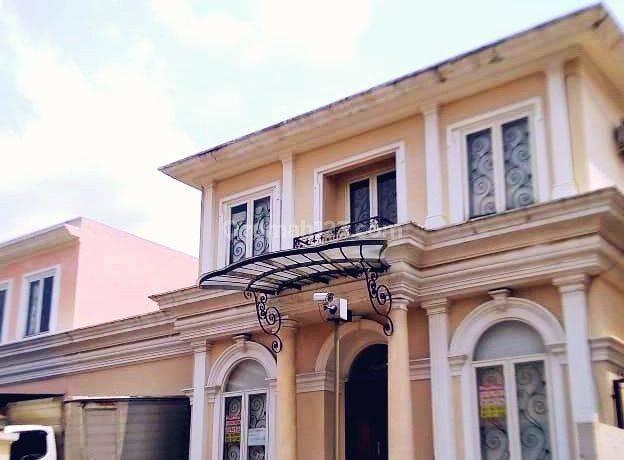Rumah Mewah di Less Belles Maisons