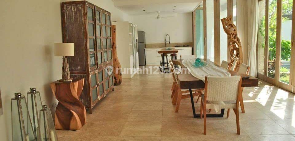 Restaurant or Spa Commercial Space in Busy Street of Canggu