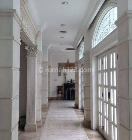 Comfort and Beautiful Clasic House in Kebayoran Baru area