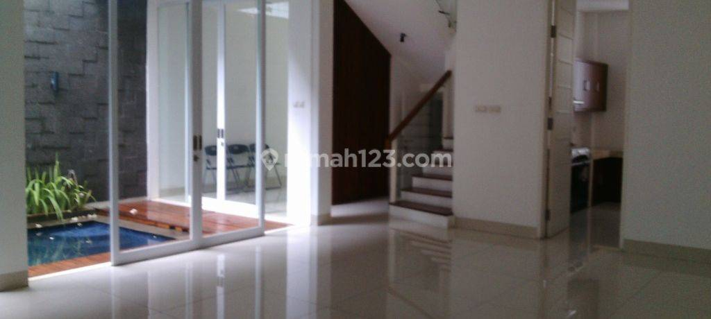 Beautiful house in the prime area of Kemang ready to