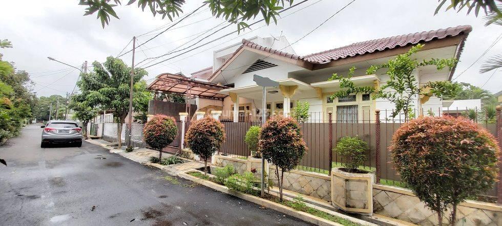 Rumah di Tanjung Barat, Jakarta Selatan, Dalam Kompleks, Di Hoek, SHM, LT 289 m2