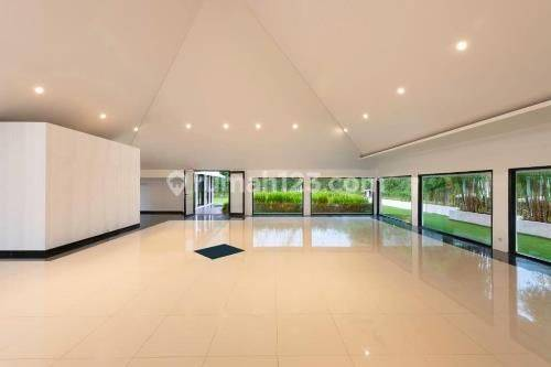 Beautiful and Luxurious Modern Contempory House in Menteng