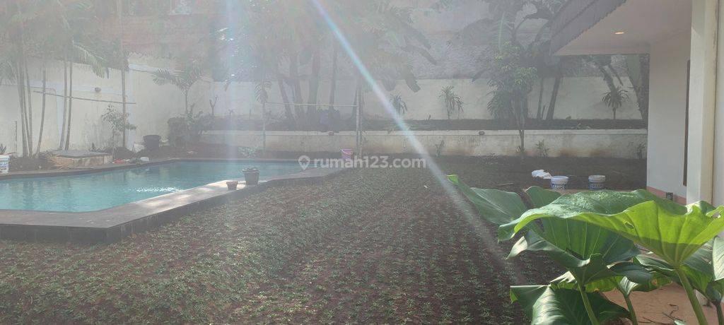 BEAUTIFUL HOUSE WITH HUGE BACKYARD AT KEMANG , JAKARTA SELATAN