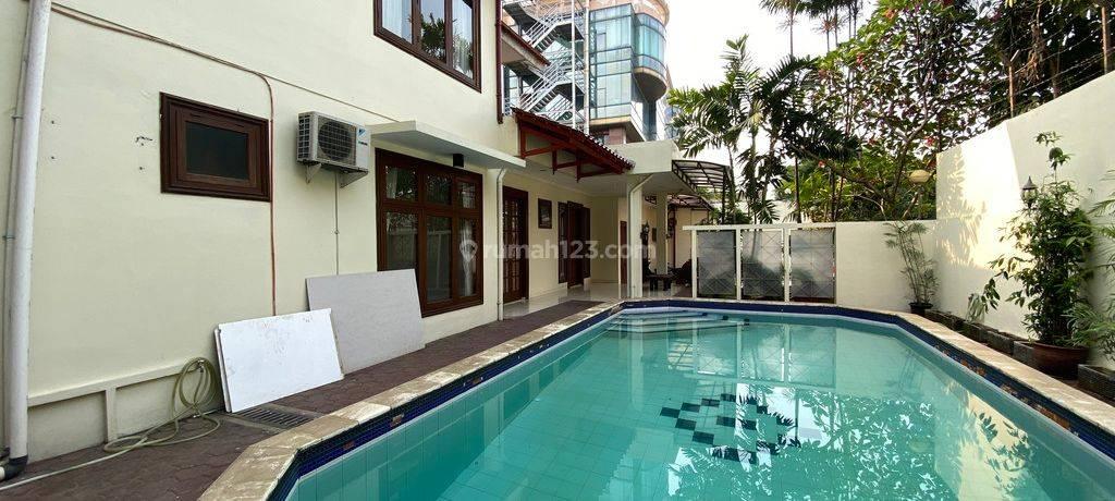 BEAUTIFUL AND COMFY  HOUSE AT KEMANG, JAKARTA SELATAN
