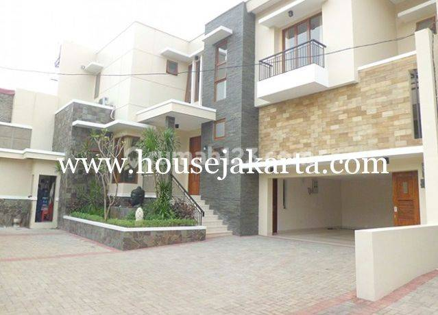 Compound House for lease at Kemang nice and modern house