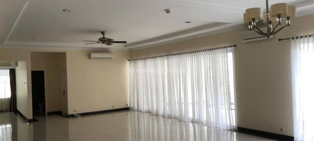 Rumah (4BR) di Simprug Golf Jakarta Selatan