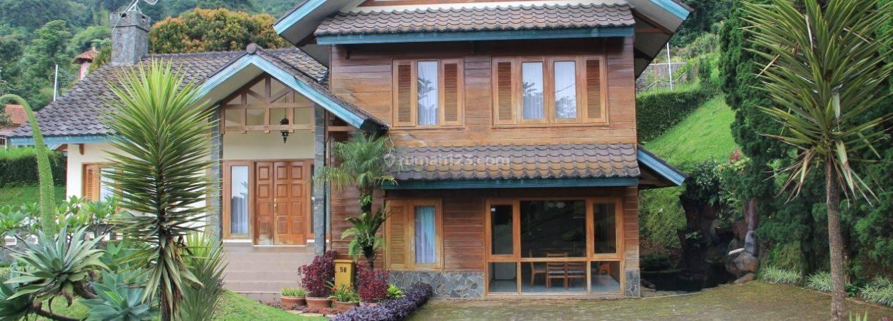 Villa di Puncak Santika