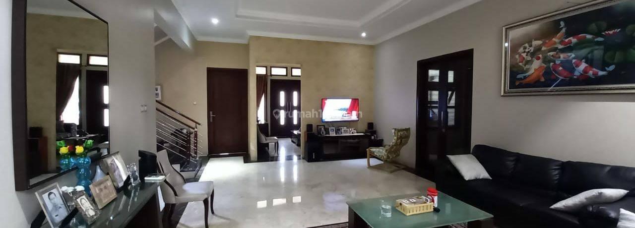 Rumah cantik dan asri di Tanjung Barat Indah.