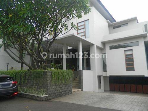 Beautiful and Modern House Inside Town House Located in Kemang Area