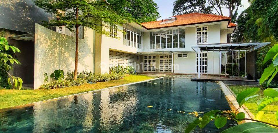 Big, modern and beauty house at Kebayoran Baru, South Jakarta, is available now