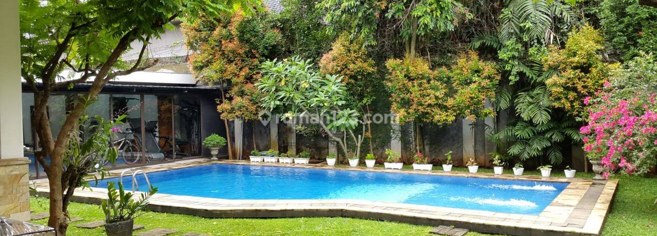 Big. modern and comfort house at Kemang, South Jakarta, is available now