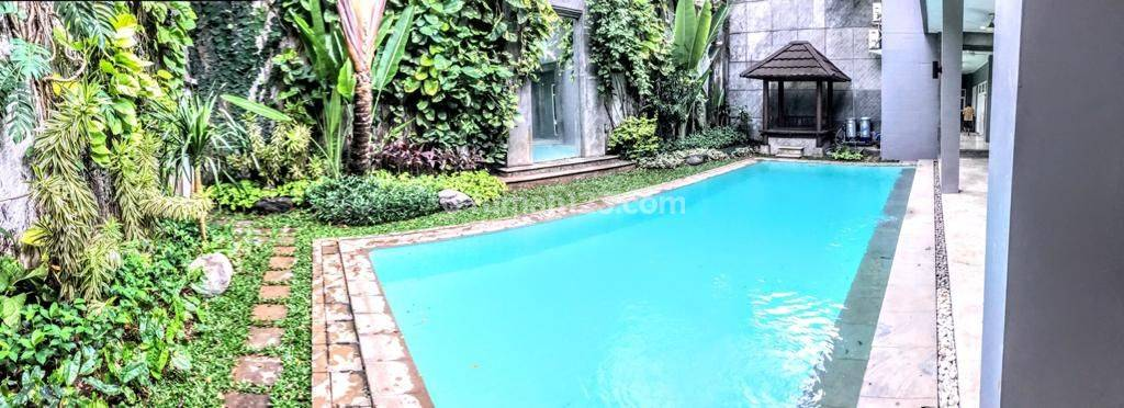 Big. modern and comfort house at Kebayoran Baru. South Jakarta, is available now