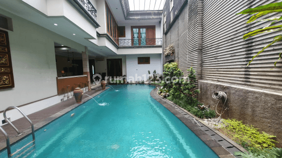 Modern and comfort house at Kebayoran Baru, South Jakarta, is available now