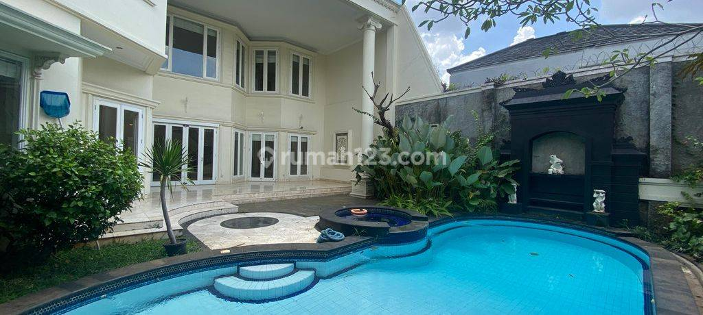 BIG HOUSE AND HUGE AT AMPERA, JAKARTA SELATAN