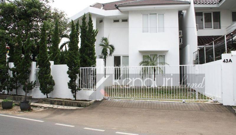 Rumah mewah private pool, Area komersial Jakarta selatan