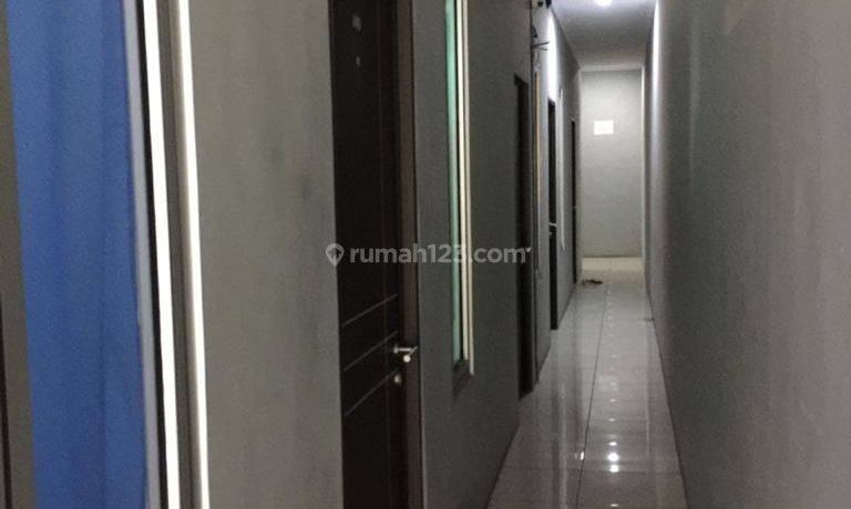 CHANDRA*kost 4 lantai 49 kamar  lokasi bebas banjir di jelambar