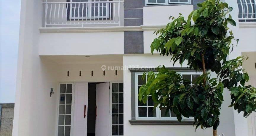 Hunian 2 Lantai gaya American House Lokasi SUPER STRATEGIS di Pusat Kota Depok Pinggir Jalan Margonda dengan Harga SUPER TERJANGKAU.