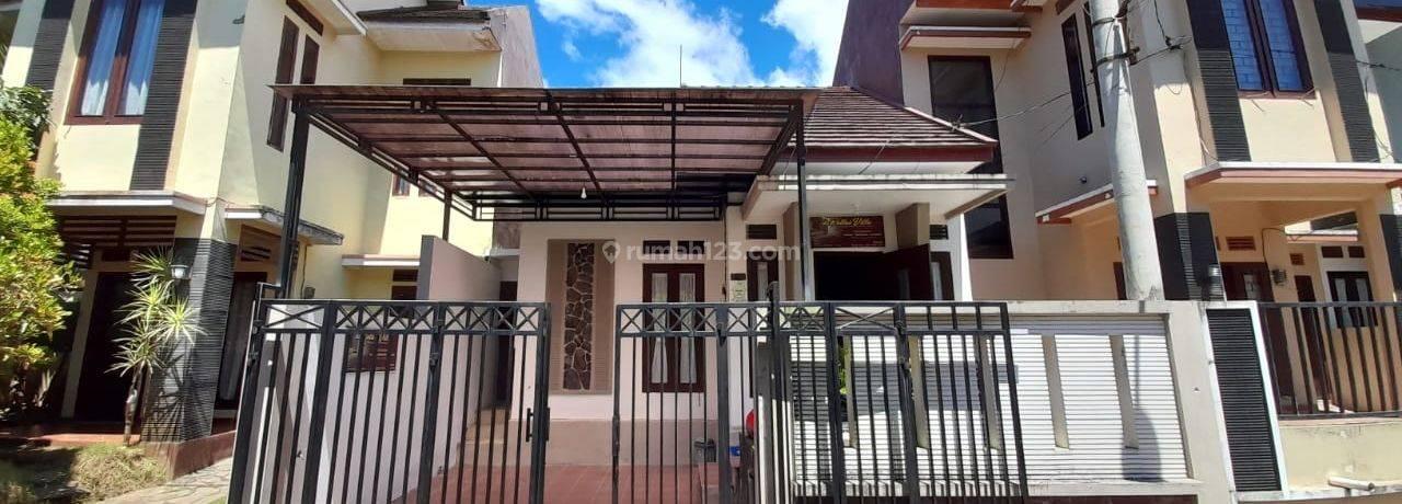 Villa Beserta Perabot Di Kusuma Pesanggrahan Kota Batu