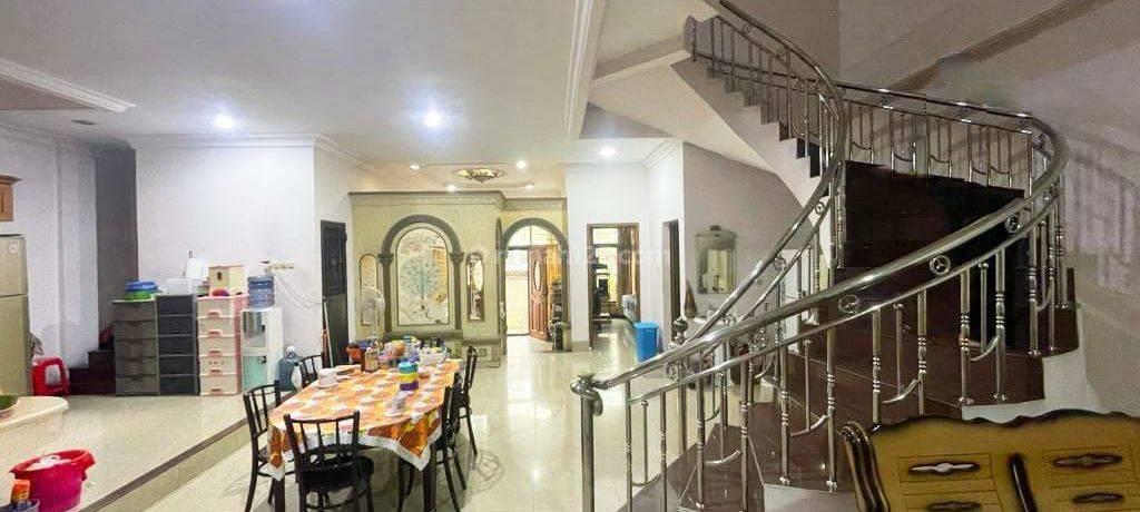 CHANDRA JELAMBAR* Rumah bagus dan kokoh uk 10x20m bebas banjir di jelambar
