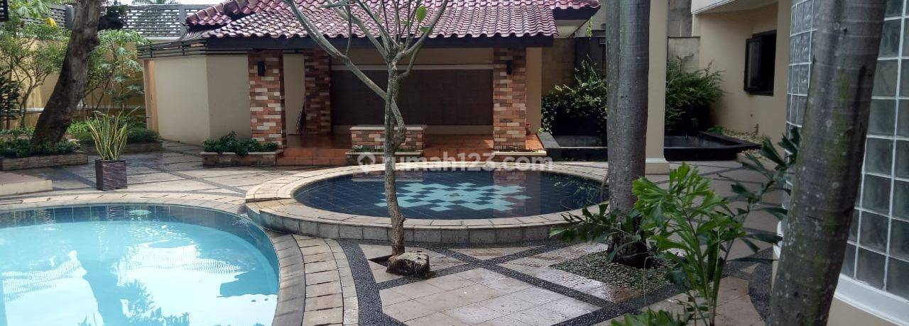 House at Golf BSD City with Pool and Whirlpool Just Walking to Damai Indah Golf BSD