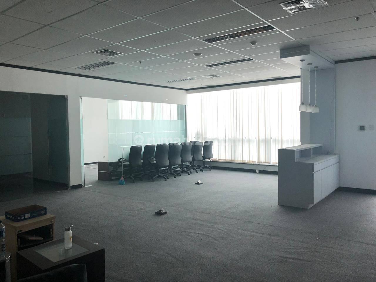 Office Space 185 sqm APL Tower at Central Park, Tanjung Duren, Jakarta Barat.