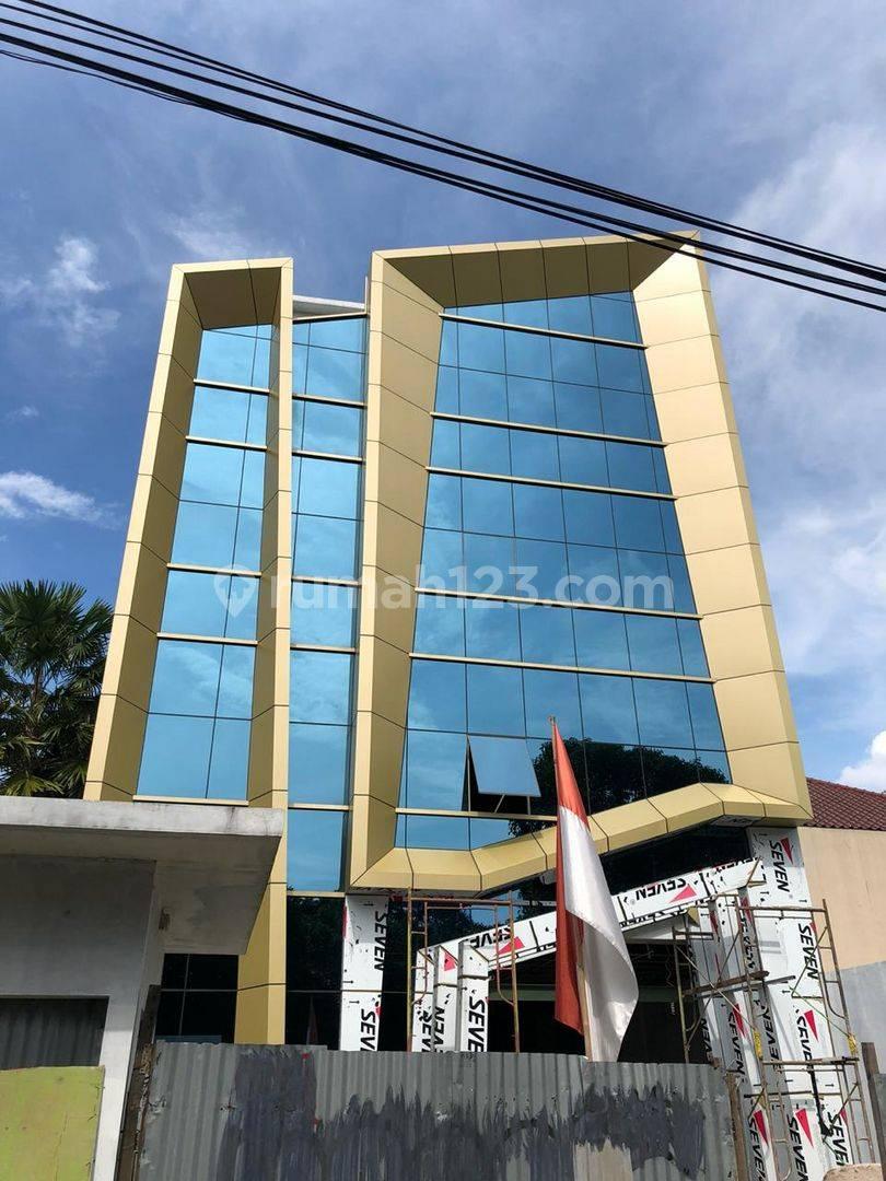 Gedung baru 4 lantai+rooftop,fasilitas Lift,dkt tb simatupang