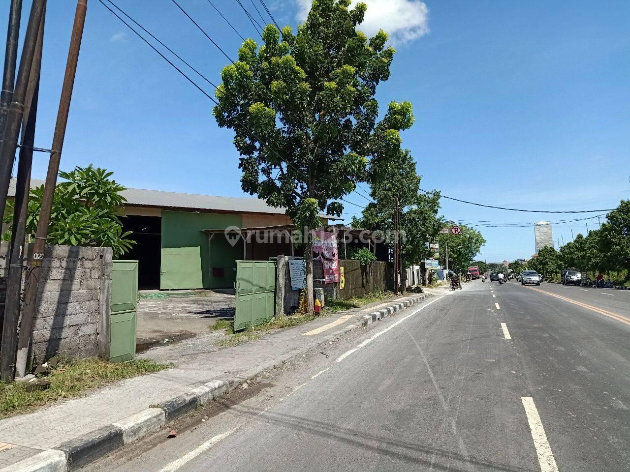 Gudang Pinggir Jalan Utama Cargo