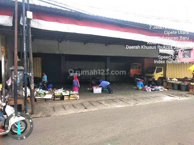 bangunan pinggir jalan, di Jl. Damai Raya  (Pasar Cipete)