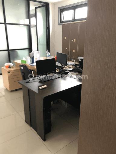 Dapatkan Ruko 5 lantai di Niaga ITC Roxy Mas Jakarta Pusat dengan harga super murah dibawah NJOP, Ijin Komersil dan baru renov. Cocok untuk kantor, gudang dan berbagai usaha lainnya