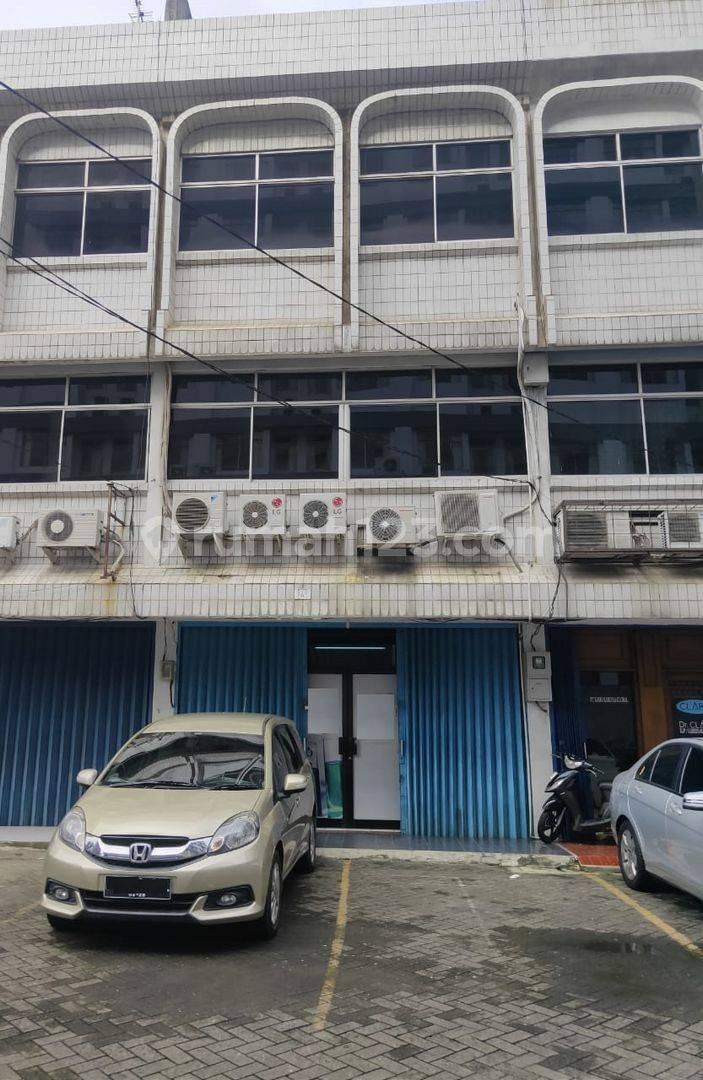 Ruko 3,5 Lantai bagus untuk kantor dan Usaha di Jl.Raden Saleh  Jakarta Pusat