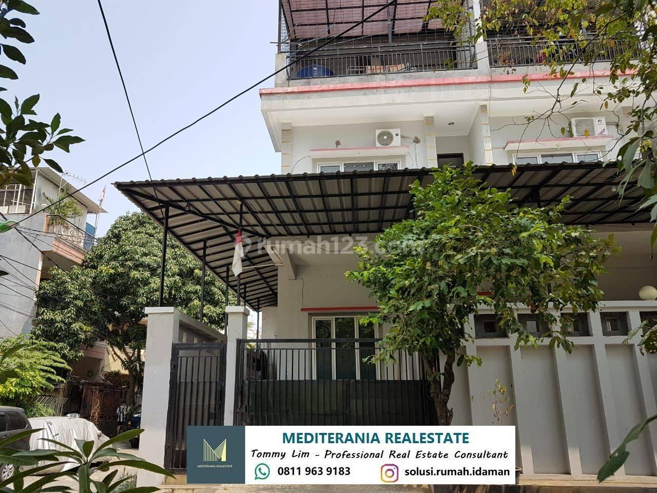 Rumah Hoek 3 Lantai Di Muara Karang, Bagus