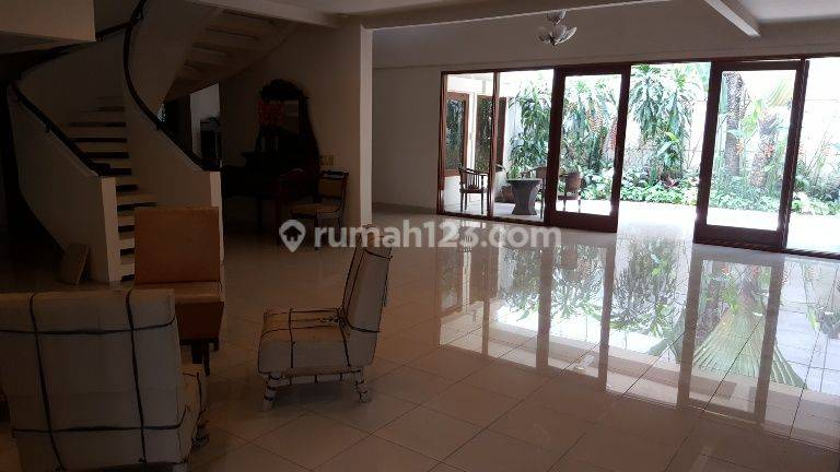 Comfortable And Beautiful House in Simprug Area