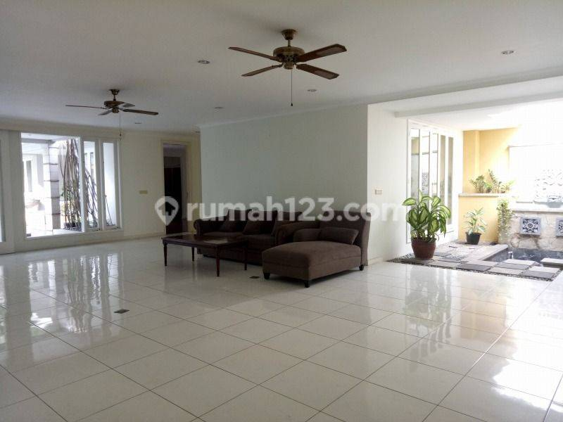 "Good house in strategic location of south Jakarta  ""The price can be negotiable"""