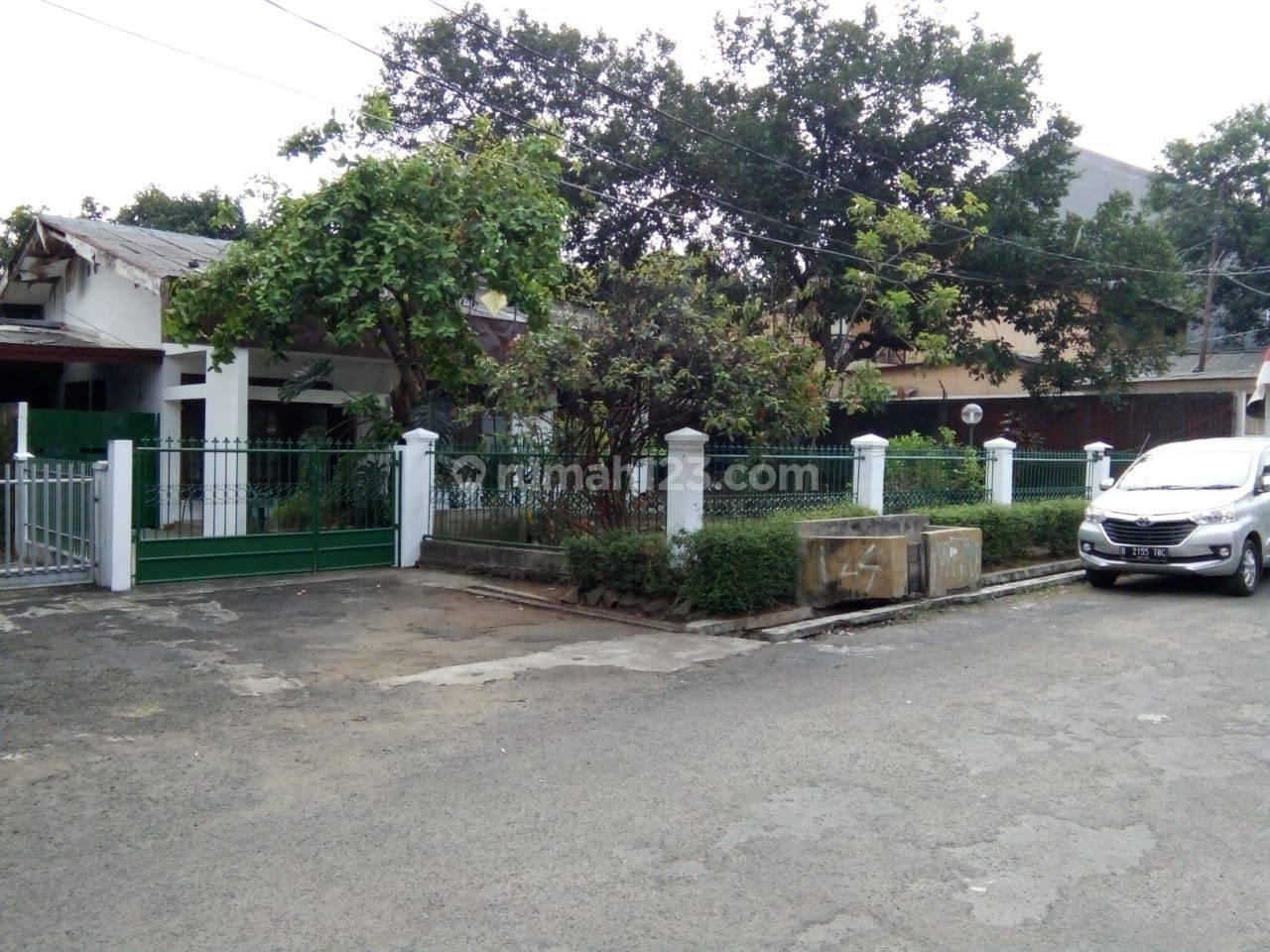 Rumah Tua Hitung Tanah dalam Komplek DIBAWAH NJOP dI Jl. Warung jati, Pancoran, Jakarta Selatan