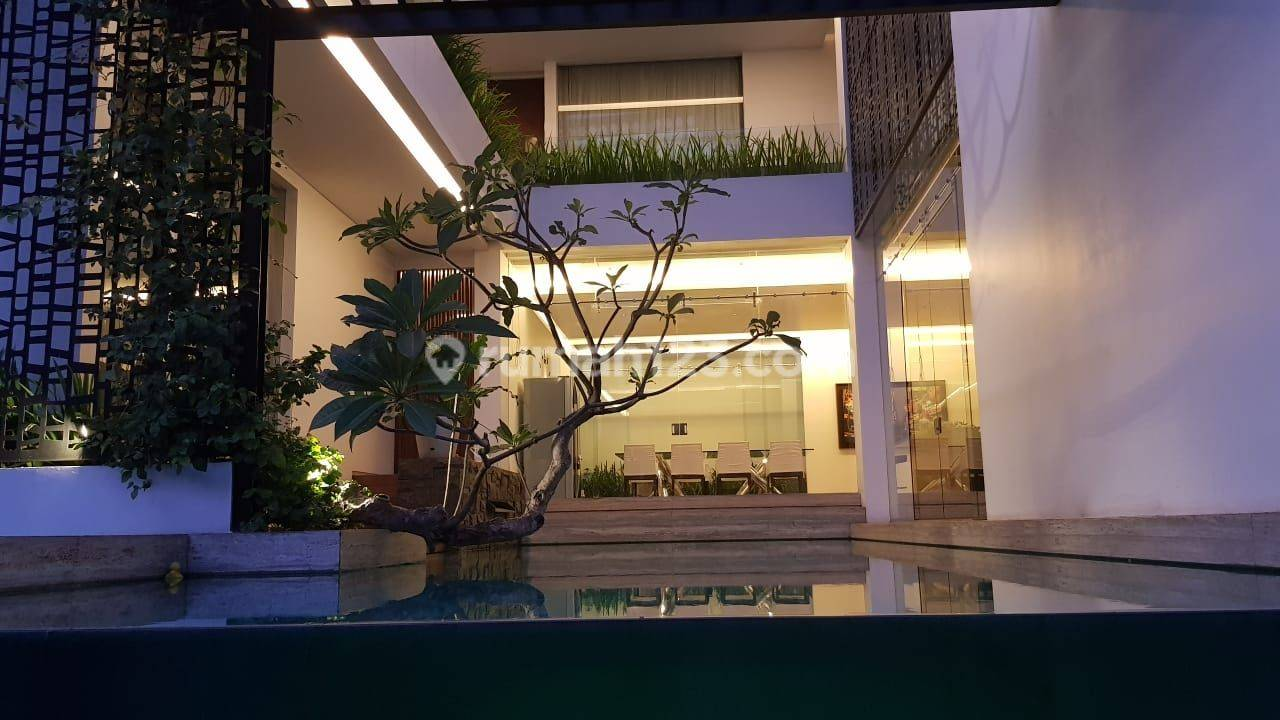 rumah mewah model minimalis tropis +pool