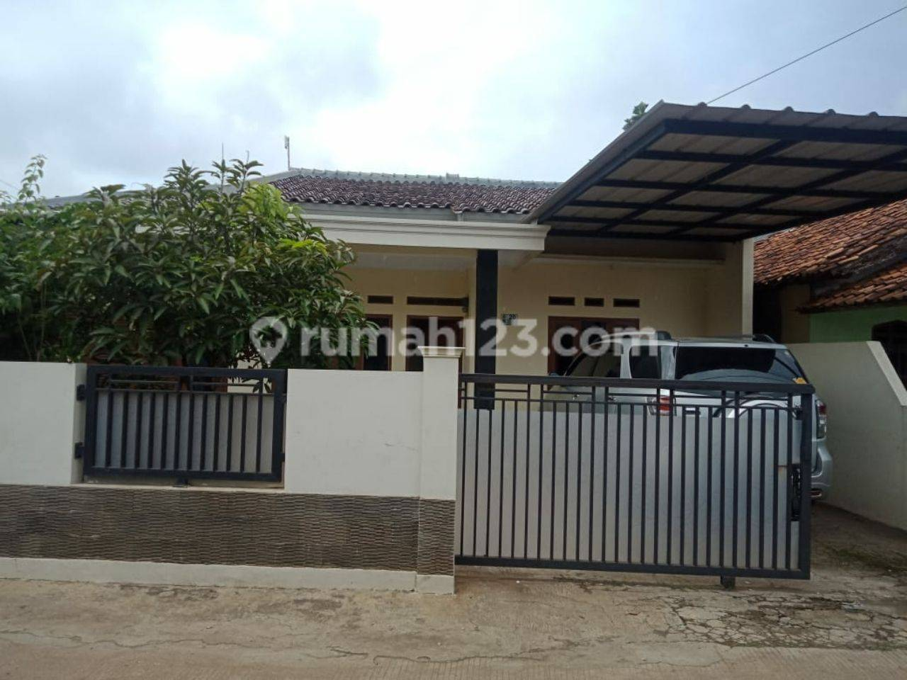 Rumah Murah Siap Huni dengan Tanah yg Besar di Tapos Depok