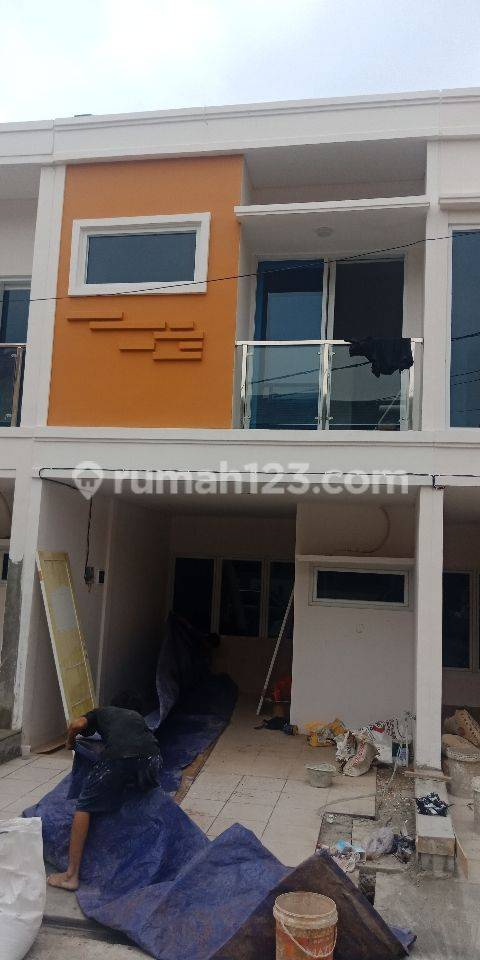 Rumah Murah 2 Lantai model Townhouse, SHM, daerah Matraman, Akses Jalan 2 Mobil