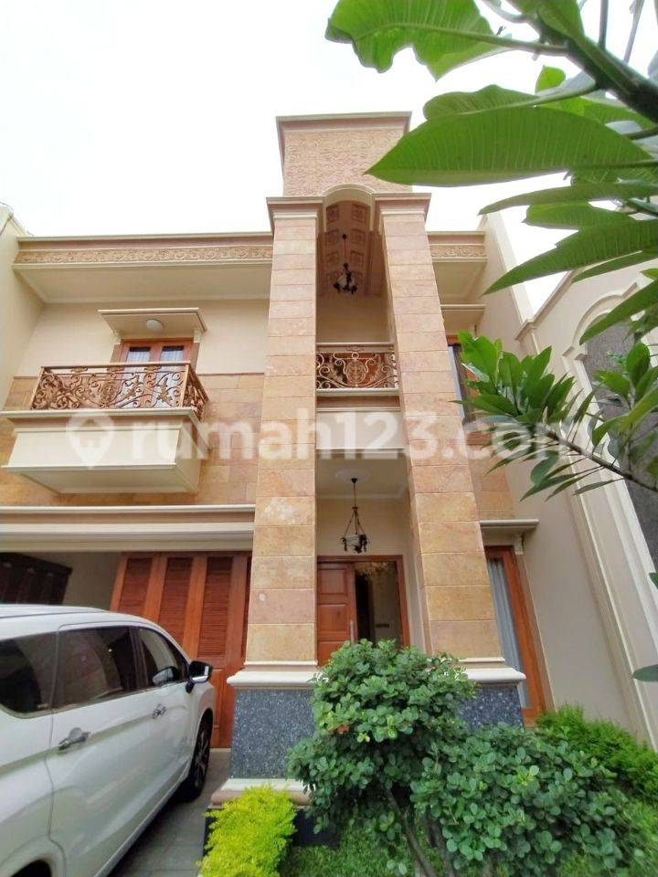 Hot...town house spec Mewah brand new