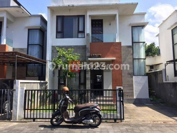 Rumah 2 lantai 2 kamar tidur di Perum Gangga Residence