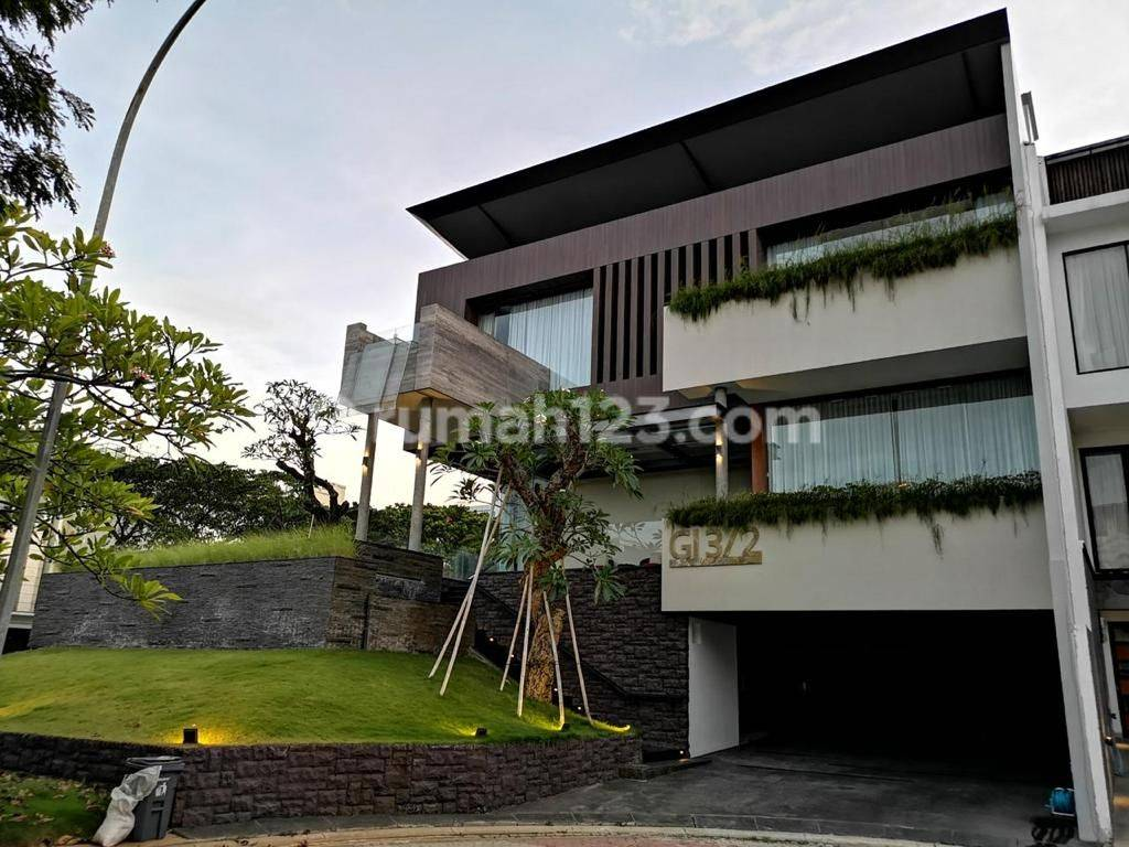 Rumah Mewah Garden House Pantai Indah Kap