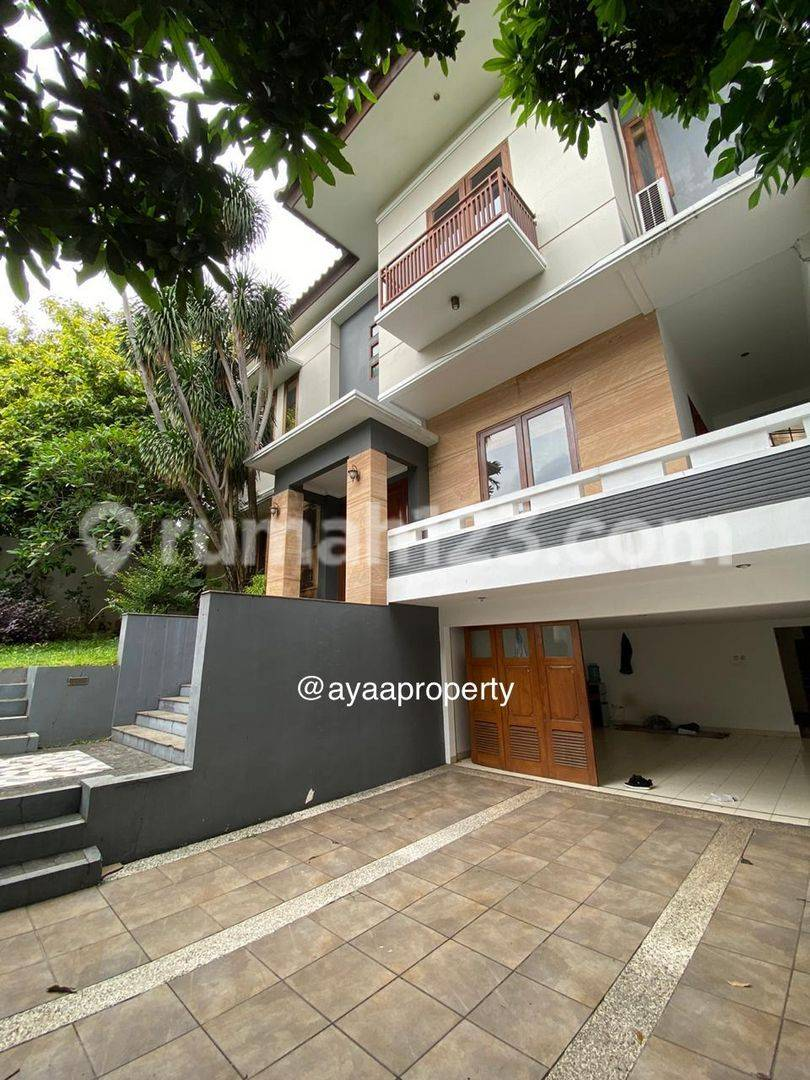 Cozy clean Tropical House in Pondok Indah Area