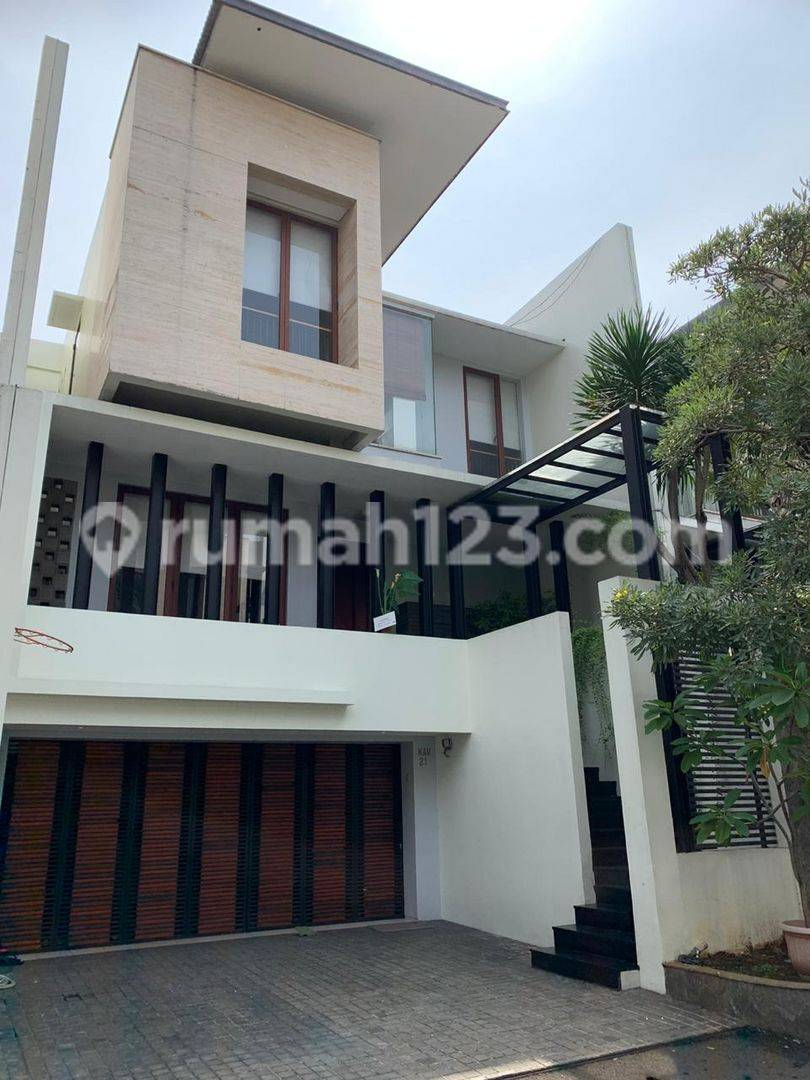 TOWNHOUSE CILANDAK (CITOS) 5 BED 4 BATH PRIVATE POOL AND GYM