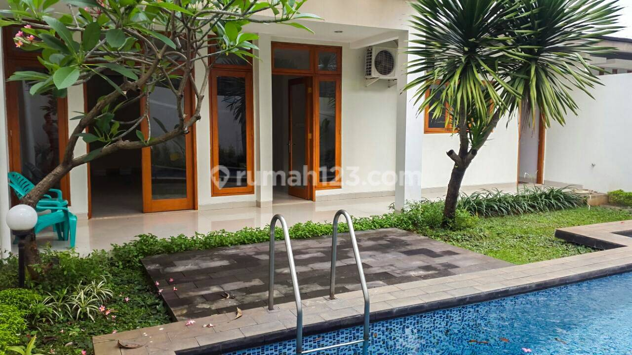 Spacious house in Kemang, 1500m2 with 2 BR Quiet street, Ready to move in!