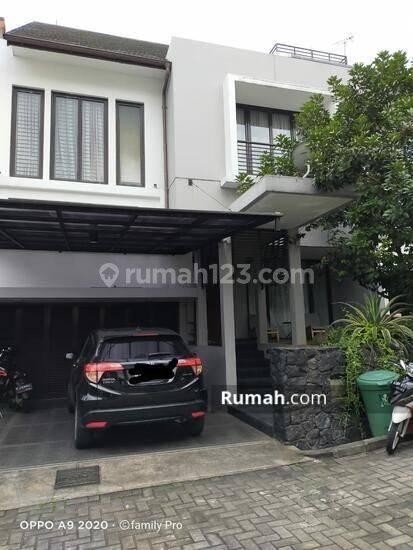 Rumah mewah asri di perumahan Bintaro Jakarta Selatan.